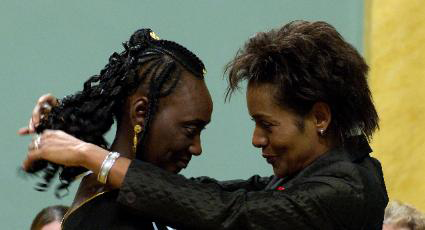 Aoua Bocar LY-Tall receiving her 2005 award from Michaëlle Jean. | photo: Issa Paré